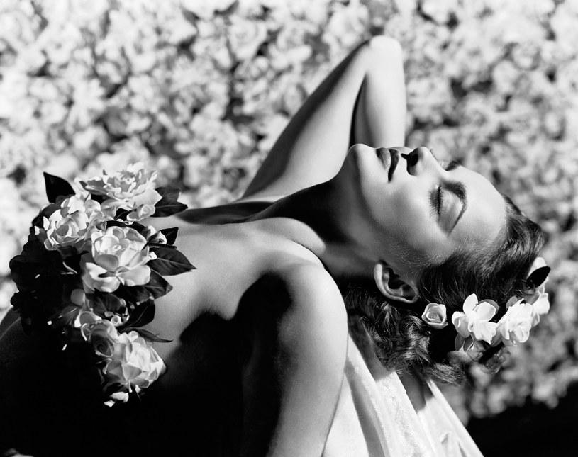 """Olivia de Havilland, jedna z największych gwiazd klasycznego Hollywood, dwukrotna laureatka Oscara, ostatnia żyjąca osoba z obsady """"Przeminęło z wiatrem"""", obchodzi w środę, 1 lipca, 104. urodziny. Pamięta się o niej nie tylko ze względu na wybitne role filmowe, ale także z powodu konfliktu z młodszą siostrą, również znaną aktorką, Joan Fontaine."""