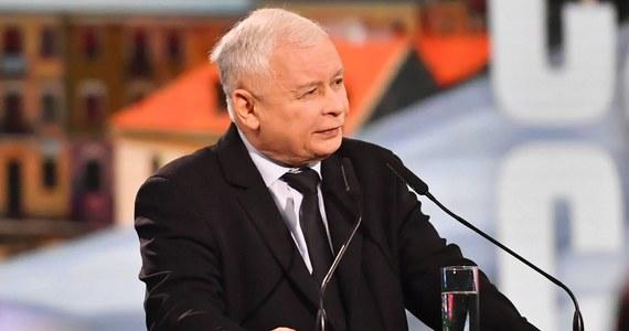 Jarosław Kaczyński przez rok wzbogacił się o 22 tys. zł - wynika z oświadczenia majątkowego prezesa PiS, opublikowanego na stronie internetowej Sejmu.