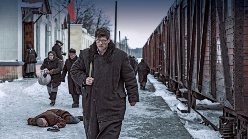 """""""Obywatel Jones"""" Agnieszki Holland zajął pierwsze miejsce w zestawieniu filmowych nowości we Francji i trzecie w tamtejszym box office. Przez tydzień, od 22 do 29 czerwca, obejrzało go 67 tys. widzów - podał w środę, 1 lipca, Polski Instytut Sztuki Filmowej."""
