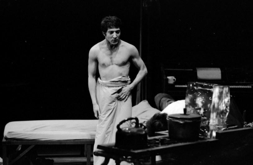 """Ostatni raz bywalcy broadwayowskich teatrów mogli zobaczyć Dustina Hoffmana na scenie w 1989 roku. Wcielił się wtedy w rolę Shylocka w szekspirowskim przedstawieniu """"Kupiec wenecki"""". Po ponad trzydziestu latach legendarny aktor powróci na Broadway, gdy tylko ten zostanie ponownie otwarty."""