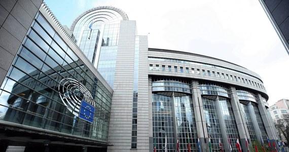 Biura co najmniej 50 europosłów zostały okradzione w czasie pandemii koronawirusa - informuje CNN, powołując się na relację niemieckiego europosła Nico Semsrotta. Złodzieje wykorzystali fakt, że Parlament Europejski był opuszczony.
