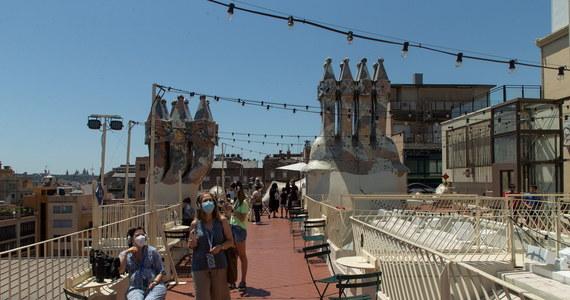 """Rząd popularnego wśród turystów regionu Katalonia w Hiszpanii przygotowuje ośrodki kwarantanny w celu izolowania turystów mających symptomy Covid-19. Taką informację przekazała minister zdrowia regionu Alba Verges, cytowana w czwartek przez dziennik """"El Mundo""""."""