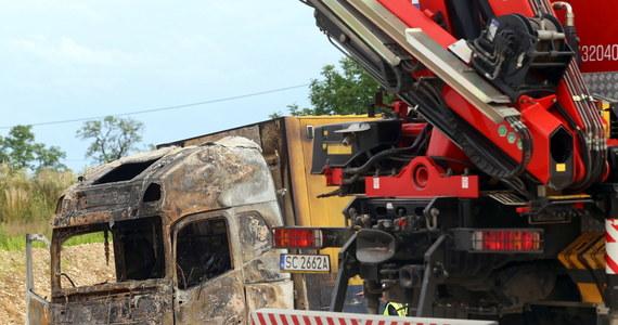 Trzydzieści sześć osób zostało rannych w wypadku na trasie krajowej numer jeden w miejscowości Bogusławice koło Częstochowy. Na trasie zderzyły się dwa tiry oraz autokar rejsowy. Ciężarówki zapaliły się. W akcji ratunkowej uczestniczyło pięć śmigłowców i siedem karetek.