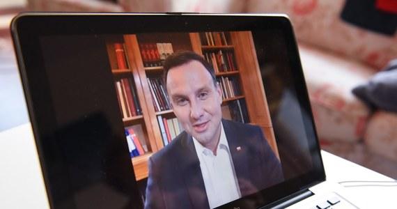 """""""Wolność, wolność i jeszcze raz wolność"""" – mówił w Sulęcinie w Lubuskiem prezydent Andrzej Duda zapewniając, że """"nigdy nie pozwoli na to, aby ktokolwiek cenzurował wypowiedzi w internecie"""". Jednocześnie obiecywał, że """"w ciągu najbliższych 5 lat uda się zrealizować program internetu dla każdego""""."""