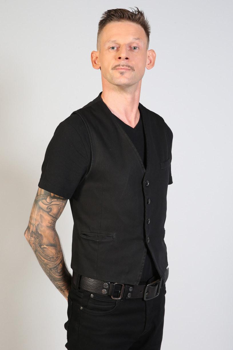 Michał Wójcik, czyli członek znanego kabaretu Ani Mru-Mru, zamieścił w Internecie nagranie, w którym prosił o pomoc. Jego partnerka Jani zachorowała na raka.