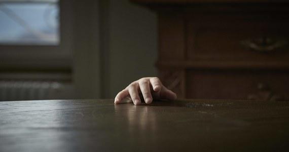 """Na kary od 12 do 12,5 roku więzienia skazał Sąd Okręgowy w Gdańsku dwóch mężczyzn, oskarżonych o wielokrotne zgwałcenie kobiety. Poszkodowana była więziona w piwnicy przez męża Mariusza S., """"polskiego Fritzla"""". Mężczyzna został skazany wcześniej na 25 lat więzienia. """"To są rzeczy kompletnie niepojęte, nie do uwierzenia, zarówno dla przeciętnego człowieka, jak i dla doświadczonego sędziego"""" - powiedziała piątek w uzasadnieniu wyroku Sądu Okręgowego w Gdańsku  sędzia Maria Hartuna."""