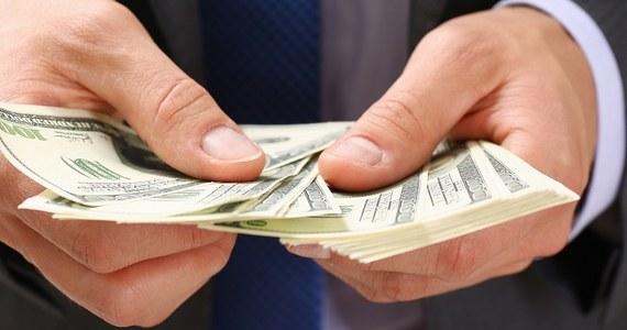 Kupujesz mieszkanie, które chcesz sfinansować za pomocą kredytu zaciągniętego w banku? A może planujesz korzystać z karty kredytowej? Jeżeli nie chcesz przepłacać, rozważ przeniesienie rachunku bankowego. Sprawdź, co możesz dzięki temu zyskać.