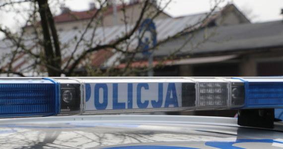 Nożownik zaatakował w centrum Krakowa, przy ulicy Dietla. Jak dowiedział się reporter RMF FM Marek Wiosło, poszkodowanym jest 63-letni mężczyzna. Sprawca został zatrzymany.