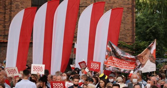 W ostatni weekend kampanii wyborczej obaj kandydaci - ubiegający się o reelekcję prezydent Andrzej Duda i kandydat KO Rafał Trzaskowski - kontynuują spotkania z mieszkańcami. Duda odwiedzi województwo dolnośląskie, Trzaskowski będzie w Wielkopolsce i kilku śląski miastach.