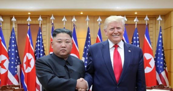 """Władze Korei Północnej powtórzyły, że nie mają w najbliższym czasie planów wznowienia negocjacji nuklearnych ze Stanami Zjednoczonymi, chyba że Waszyngton odrzuci - jak to ujmuje Pjongjang - """"wrogą politykę"""" wobec KRLD."""