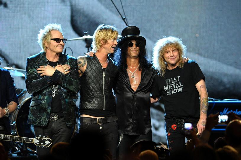 W rozmowie opublikowanej przez stronę społecznościową festiwalu Gear Fest, Slash stwierdził, że czas blokady społecznej spędza w domu i w studiu muzycznym, gdzie komponuje oraz nagrywa partie gitarowe dla Guns N' Roses.