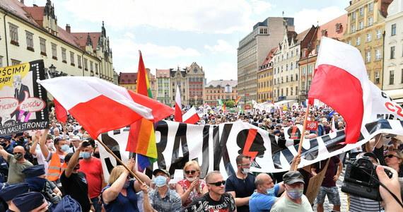Poseł PiS Kacper Płażyński poinformował dziś, że przekazał OBWE uwagi na temat przebiegu wyborów, w tym te dotyczące niewłaściwych – jego zdaniem – zachować zwolenników Trzaskowskiego. Zwrócił się też do wiceszefa PO o uspokojenie swoich zwolenników.