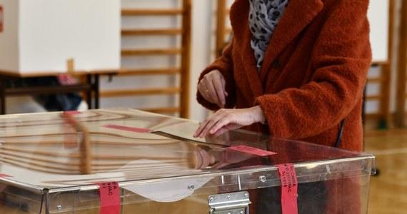 Podczas weekendowego posiedzenia klubu Lewica podsumowała kampanię wyborczą i zaplanowała działania na kolejne miesiące; jesienią ma się odbyć wspólny kongres programowy ugrupowań wchodzących w skład koalicji - poinformował klub Lewicy.