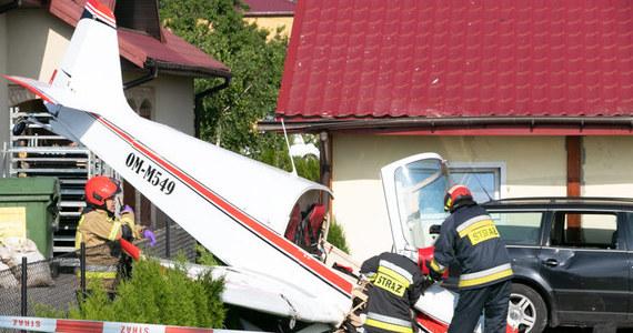 Mały samolot jednosilnikowy spadł na dom w Krośnie na Podkarpaciu. Na miejscu trwa akcja ratunkowa.