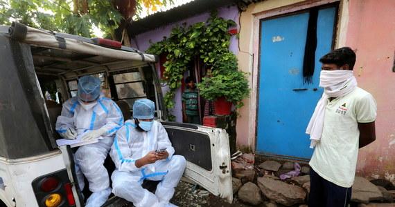 W Indiach odnotowano kolejny rekord, jeśli chodzi o dobowy bilans zakażeń koronawirusem. W niedzielę potwierdzono 24 850 nowych przypadków, co zwiększa liczbę zainfekowanych SARS-CoV-2 w tym kraju od początku epidemii do 673 165 - podał indyjski resort zdrowia.