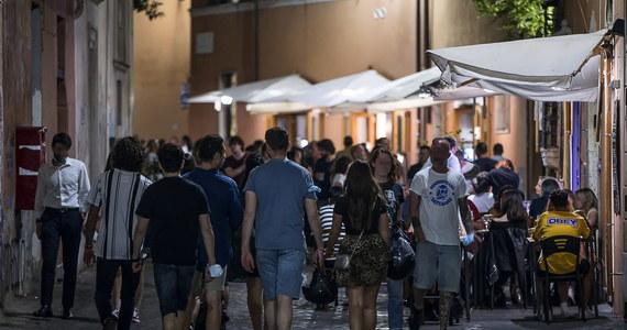 Siedem osób zmarło w ciągu minionej doby we Włoszech na Covid-19, stwierdzono 192 nowe zakażenia koronawirusem - podał w niedzielę resort zdrowia. Łączny bilans zgonów wzrósł do 34 861. Najnowsze dane wskazują na dalszą poprawę sytuację epidemicznej w kraju.