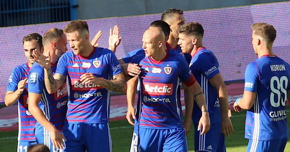 Piast Gliwice pokonał u siebie Śląsk Wrocław 1:0 w niedzielnym meczu grupy mistrzowskiej piłkarskiej ekstraklasy. Trzy punkty zapewnił gospodarzom Piotr Parzyszek.