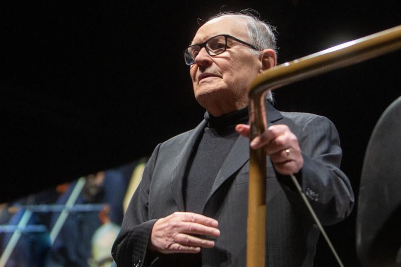 Komisja Europejska z wielkim smutkiem dowiedziała się o śmierci włoskiego kompozytora Ennio Morricone; był wspaniałym europejskim artystą - powiedział w poniedziałek, 6 lipca, rzecznik KE Eric Mamer na wieść o śmierci słynnego autora muzyki filmowej.