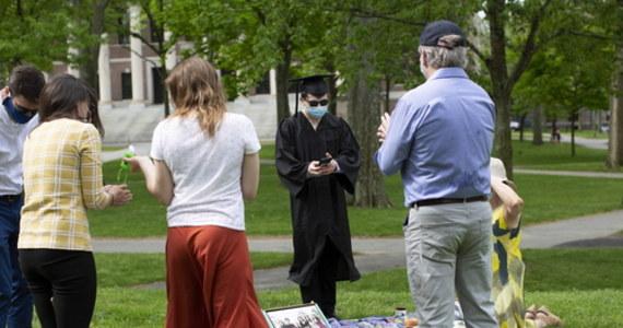 """Trzynaście brytyjskich uniwersytetów stoi przed """"bardzo realną perspektywą"""" niewypłacalności w efekcie epidemii koronawirusa, o ile nie otrzymają pomocy rządowej - wynika z analizy Instytutu Studiów Fiskalnych (IFS). Na największy spadek dochodów narażone są uczelnie, na których jest najwięcej zagranicznych studentów."""