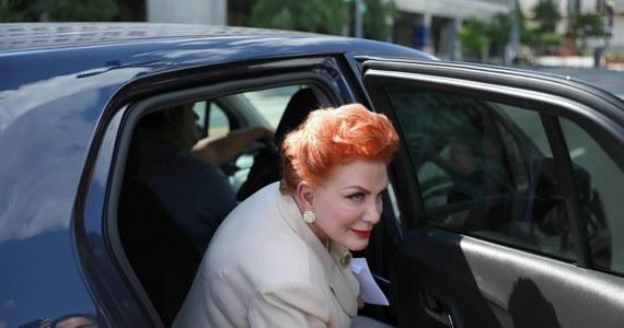 """Ambasador Stanów Zjednoczonych w Polsce Georgette Mosbacher mocno zaznaczyła dziś swoją obecność w polskiego polityce odpowiadając na na Twitterze politykom Prawa i Sprawiedliwości oraz Koalicji Obywatelskiej. Beacie Mazurek zarzuciła, że """"szerzy kłamstwo"""", a Marcina Bosackiego zapewniła, że ciężko pracowała, żeby ukończyć budowę tarczy antyrakietowej w Redzikowie."""