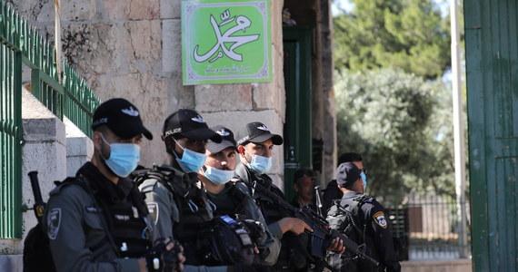 Rząd Autonomii Palestyńskiej wezwał Izrael do zamknięcia wszystkich przejść granicznych z Zachodnim Brzegiem Jordanu. Apel ma związek z przybierającą na sile w Izraelu pandemią koronawirusa, która zmusiła Tel Awiw do ponownego wprowadzenia ograniczeń gospodarczych.