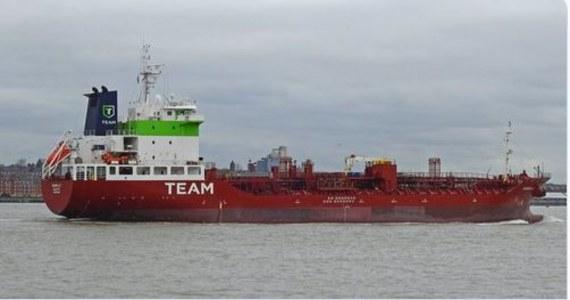 Co najmniej czterech członków załogi maltańskiego tankowca, odbywającego regularne kursy do portów Hiszpanii i Portugalii, zachorowało na Covid-19. Kapitan jednostki poprosił władze Hiszpanii o wydanie pozwolenia na wpłynięcie do portu w Huelvie, na południowym zachodzie tego kraju.
