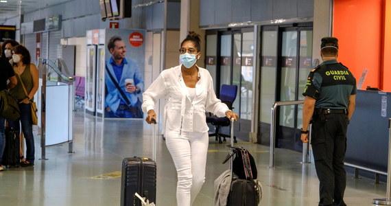 Belgia działa ostrożniej w sprawie koronawirusa niż inne europejskiej kraje. Bruksela podtrzymuje swój sprzeciw wobec unijnego zalecenia otwarcia granic dla obywateli 15 krajów spoza Wspólnoty. Belgijscy wirusolodzy odradzają obywatelom kraju wyjazdy na wakacje za granicę.