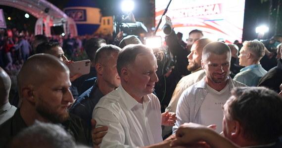 Prezydent Andrzej Duda w trakcie debaty organizowanej przez TVP Info odpowiadał na pytania mieszkańców i internautów. Kandydat Koalicji Obywatelskiej Rafał Trzaskowski nie zdecydował się na udział w debacie.