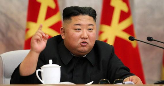 """Korea Północna nie ma zamiaru usiąść do stołu rokowań z USA - oświadczył wysokiej rangi przedstawiciel północnokoreańskiego MSZ. Wezwał Koreę Południową, aby """"przestała mieszać się"""" w stosunki na Linii Waszyngton-Pjongjang - podała oficjalna agencja prasowa KCNA."""