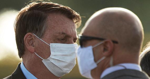 W ciągu ubiegłej doby zarejestrowano w Brazylii 20 229 nowych przypadków koronawirusa, a 620 osób zmarło - podało brazylijskie ministerstwo zdrowia. Media spekulują także co do stanu zdrowia prezydenta Jaira Bolsonaro, u którego miały pojawić się symptomy przypominające Covid-19.