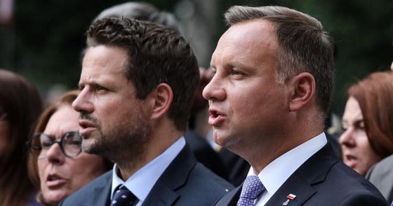 Kandydaci na prezydenta notują rekordowe rezultaty w rankingu zaufania Polaków - wynika z sondażu IBRiS dla Onetu. Spore wzrosty zanotowali Rafał Trzaskowski, Szymon Hołownia i Krzysztof Bosak.