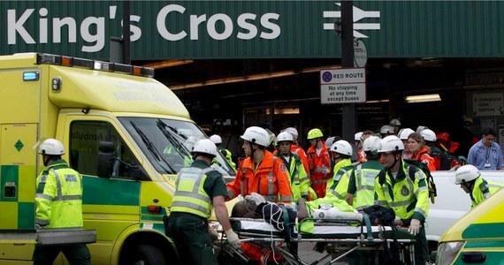 We wtorek przypada 15. rocznica serii dżihadystycznych ataków terrorystycznych w londyńskim metrze i autobusie, w których zginęły 52 osoby. Były to pierwsze samobójcze zamachy bombowe w Wielkiej Brytanii i do dziś pozostają najtragiczniejszymi pod względem liczby ofiar.