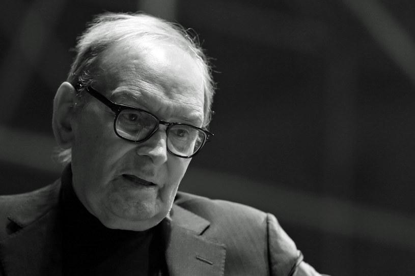 Komisja Europejska z wielkim smutkiem dowiedziała się o śmierci włoskiego kompozytora Ennio Morricone; był wspaniałym europejskim artystą - powiedział w poniedziałek rzecznik KE Eric Mamer na wieść o śmierci słynnego autora muzyki filmowej.