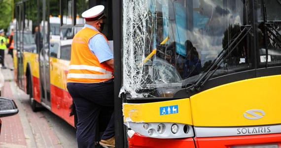 Na ulicy Klaudyny na warszawskich Bielanach autobus miejski zderzył się z czterema samochodami osobowymi - poinformowała PAP Anna Wójcik ze stołecznej komendy policji. Dodała, że jedna osoba trafiła do szpitala.