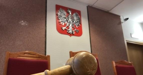 6 lat pozbawienia wolności - taki wyrok usłyszał w sądzie w Częstochowie 49-letni trener kickboxingu. Odpowiadał za utrzymywanie relacji seksualnych z podopiecznymi.