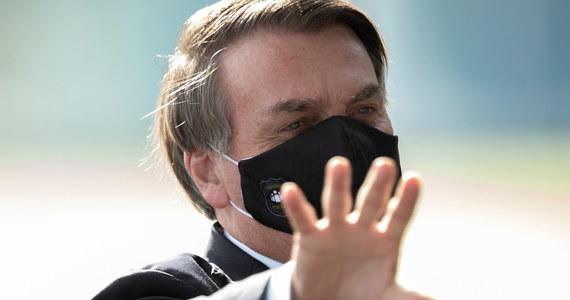 Prezydent Brazylii Jair Bolsonaro oświadczył, że został zarażony koronawirusem. W swoich wcześniejszych wypowiedziach wielokrotnie bagatelizował epidemię. Często pokazywał się też publicznie bez maski.