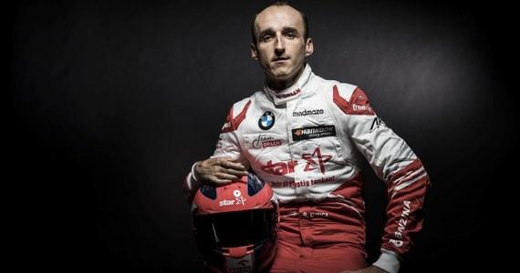 Robert Kubica weźmie udział w piątkowych treningach Formuły 1 na torze w austriackim Spielbergu i usiądzie za kierownicą bolidu Alfa Romeo Racing Orlen. Ma zastąpić Antonio Giovinazziego - poinformowała austriacka agencja prasowa (APA).