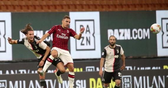 Aż czterokrotnie - w ciągu zaledwie 18 minut - musiał wyciągać piłkę z siatki Wojciech Szczęsny, a jego Juventus Turyn przegrał wyjazdowy pojedynek 31. kolejki Serie A z Milanem 2:4. I to mimo że prowadził na San Siro już 2:0.