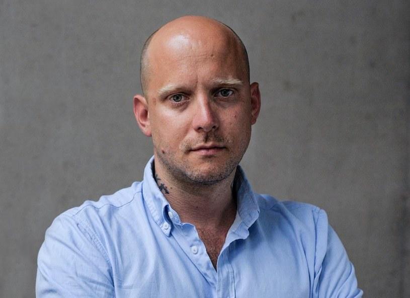 Wyrażamy głębokie zaniepokojenie niepowołaniem wybranego przez Komisję Konkursową Tomasza Kolankiewicza na stanowisko dyrektora artystycznego Festiwalu Polskich Filmów Fabularnych w Gdyni - napisali przedstawiciele branż filmowych w liście do wicepremiera, szefa MKiDN Piotra Glińskiego.