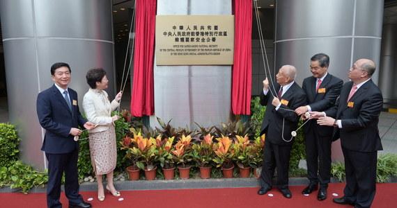 Chińskie władze formalne otworzyły biuro bezpieczeństwa państwowego w Hongkongu, które powstało na mocy nowego, kontrowersyjnego prawa, narzuconego regionowi przez Pekin. Tymczasową siedzibą biura jest hotel Metropark w dzielnicy Causeway Bay.