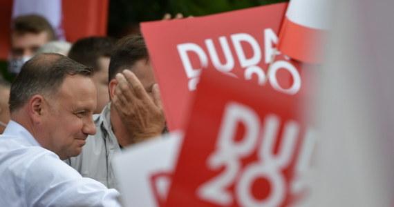 Prezydent Andrzej Duda od początku kadencji ułaskawił 95 osób, m.in. skazanych za znęcanie, kradzieże, handel narkotykami oraz jedną skazaną za zabójstwo - wynika z informacji na stronie KPRP. W uzasadnieniach aktów łaski wskazano m.in. trudną sytuację rodzinną, zaawansowany wiek oraz wyrażenie skruchy.