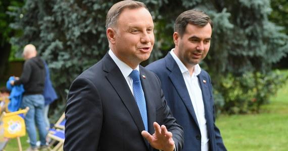 """Prawie połowa Polaków uważa, że prezydent powinien być z innej opcji politycznej niż rząd – tak wynika z najnowszego sondażu United Surveys dla """"Dziennika Gazety Prawnej"""" i RMF FM. Pracownia zapytała w nim Polaków o ich wizję prezydentury."""