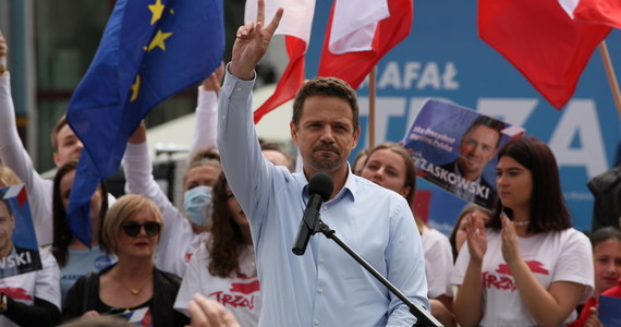 W II turze wyborów prezydenckich, która odbędzie się 12 lipca, głosowanie na Rafała Trzaskowskiego deklaruje 45 proc. ankietowanych zamierzających wziąć udział w wyborach, na Andrzeja Dudę - 44 proc.; 11 proc. nie zadecydowało jeszcze na kogo odda głos - wynika z sondażu Kantar.