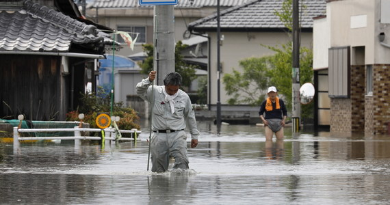 Do 58 wzrosła liczba ofiar śmiertelnych ulewnych deszczu, jakie nawiedziły południowo-zachodnią Japonię. W prefekturze Kumamoto na wyspie Kiusiu około 3 tys. domostw jest całkowicie odciętych od świata w związku z podniesieniem się poziomu wód - podano.