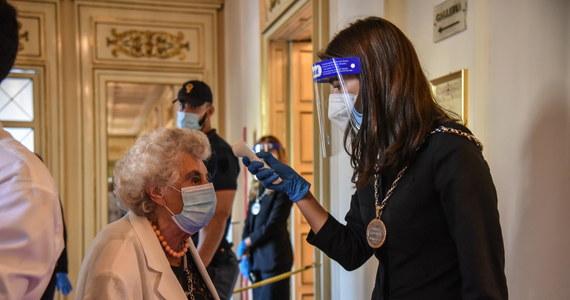 Włosi są przestraszeni i niepewni przyszłości - taki obraz społeczeństwa w konsekwencji pandemii koronawirusa przedstawiono w czwartek w raporcie Instytutu Badań Społecznych Censis. Odnotowano zarazem, że właśnie z powodu tego lęku rosną oszczędności sporej grupy obywateli.