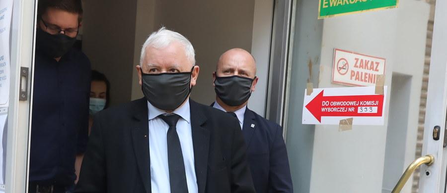 """""""Mogę zapewnić, tak, jak wielu innych, że udział w tych wyborach jest naprawdę całkowicie bezpieczny. Bezpieczniejszy nawet niż pójście do sklepu"""" – powiedział w Telewizji Trwam Jarosław Kaczyński. """"Naprawdę nie ma się czego obawiać"""" - zapewnił prezes Prawa i Sprawiedliwości."""