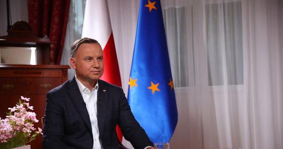 Prezydent Andrzej Duda zapowiedział, że nie zgodzi się na wypłatę przez Polskę odszkodowań za mienie bezspadkowe. Jak dodał, zgodnie z powszechnie przyjętymi rozwiązaniami mienie bezspadkowe przechodzi na własność państwa.