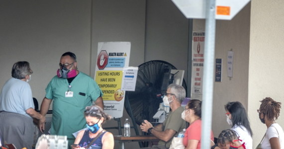 Ponad 65,5 tys. przypadków koronawirusa wykryto w ciągu ostatnich 24 godzin w Stanach Zjednoczonych - wynika z danych Uniwersytetu Johnsa Hopkinsa w Baltimore. To kolejny dobowy rekord w tym miesiącu.