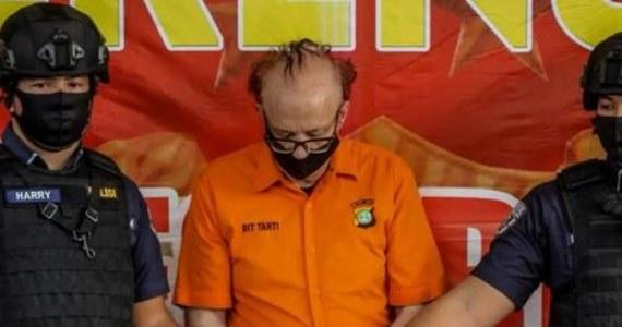 Francuz podejrzany o wykorzystanie seksualne 305 nieletnich został aresztowany w Indonezji. Mężczyzna miał oferować dzieciom pracę w charakterze modeli - poinformowała agencja AP, powołując się na miejscową policję. Rzecznik policji w Dżakarcie Yusri Yunus powiedział, że Francois Camille Abello został aresztowany pod koniec czerwca.