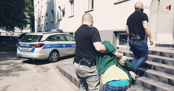50-letni pedofil wpadł w ręce policji w Rudzie Śląskiej. Zwabił do swojego mieszkania dziewczynkę, częstując ją słodyczami.